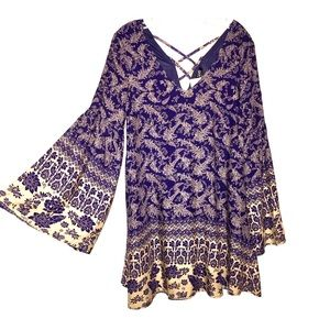 TCEC NWT Paisley Bell Sleeves Dress